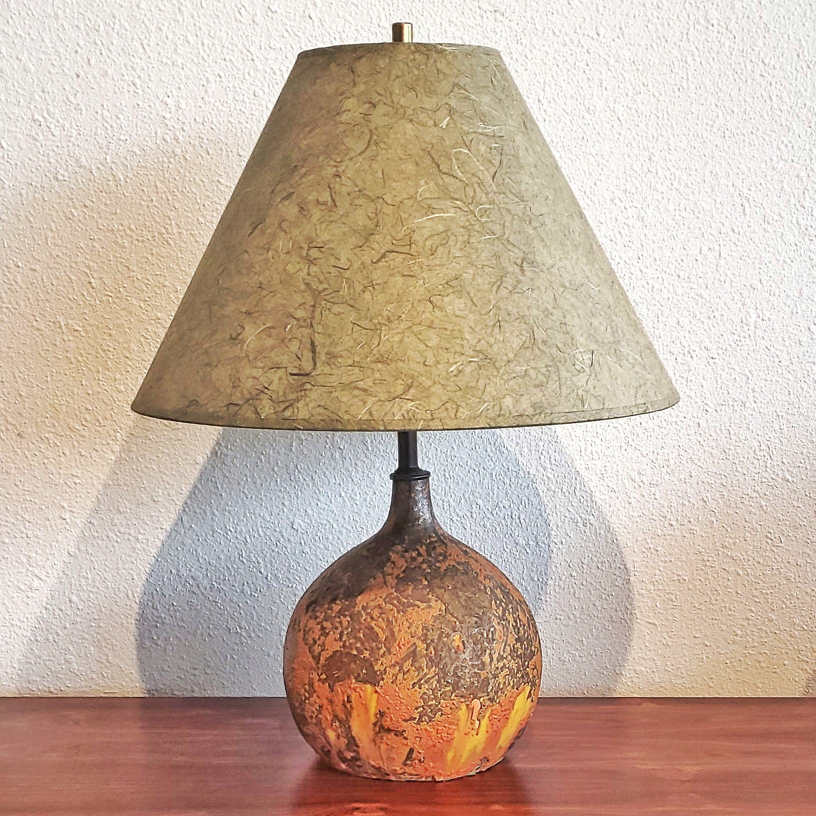 CRUSTY VOLCANIC BALL LAMP