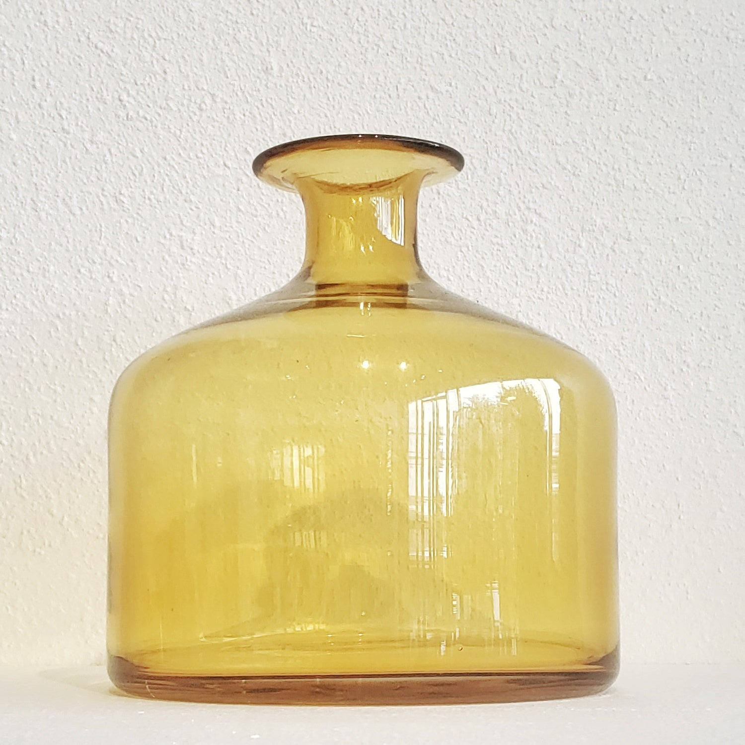 LARGE AMBER GLASS VASE AFTER OTTO BRAUER