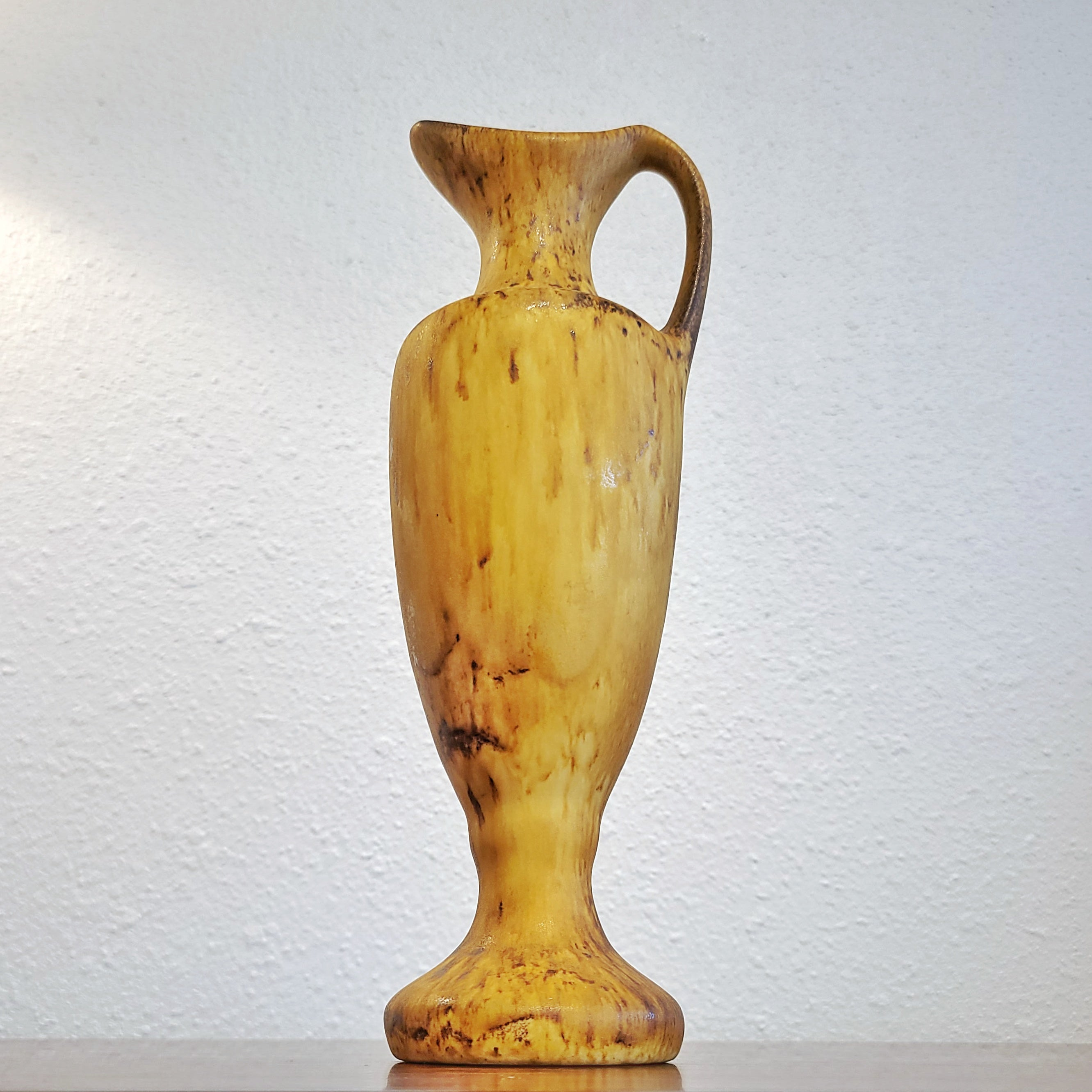 EARLY MAIGONIS DAGA EWER VASE