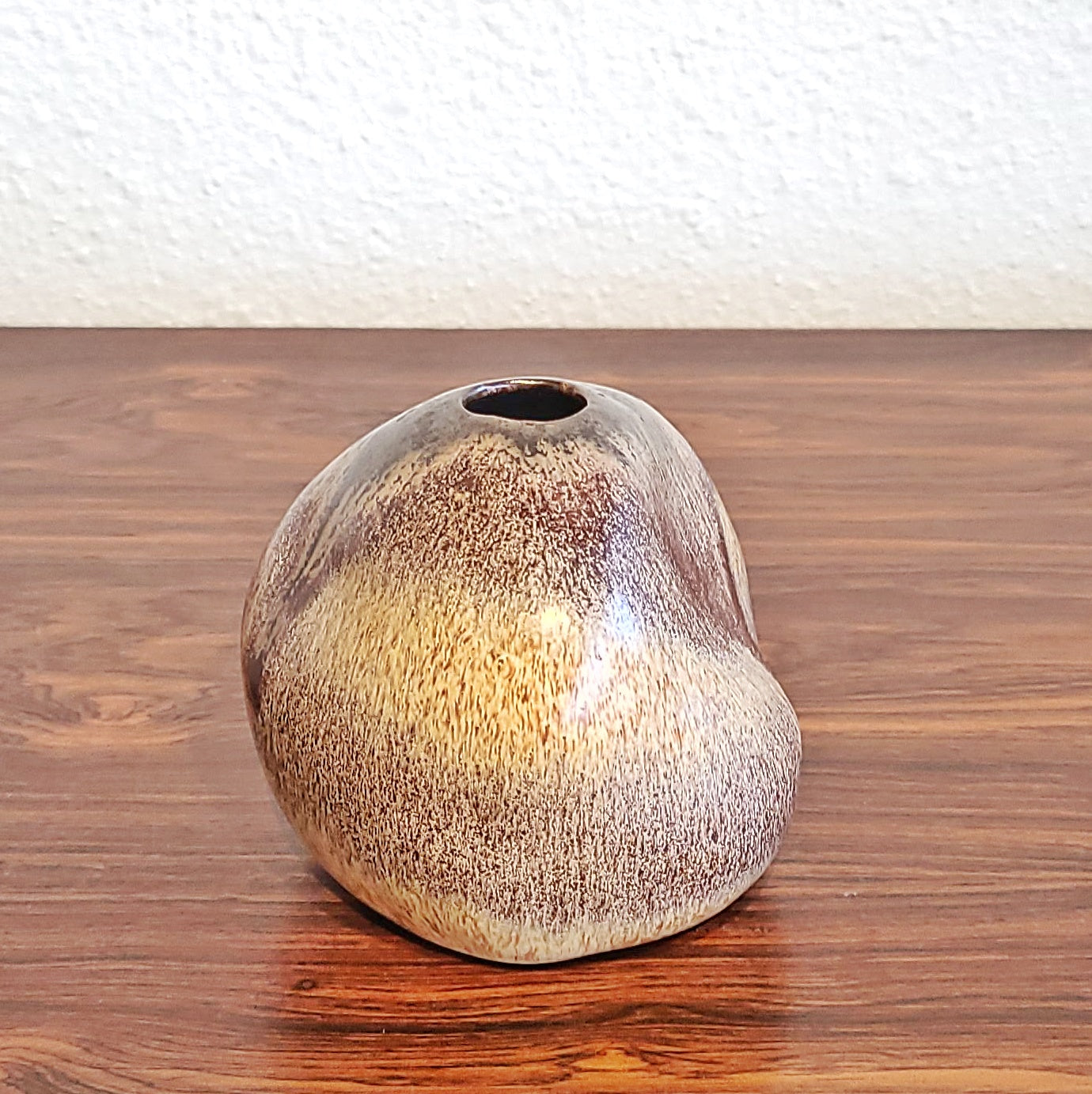 ORGANIC STUDIO POTTERY PEBBLE VASE (1970s)