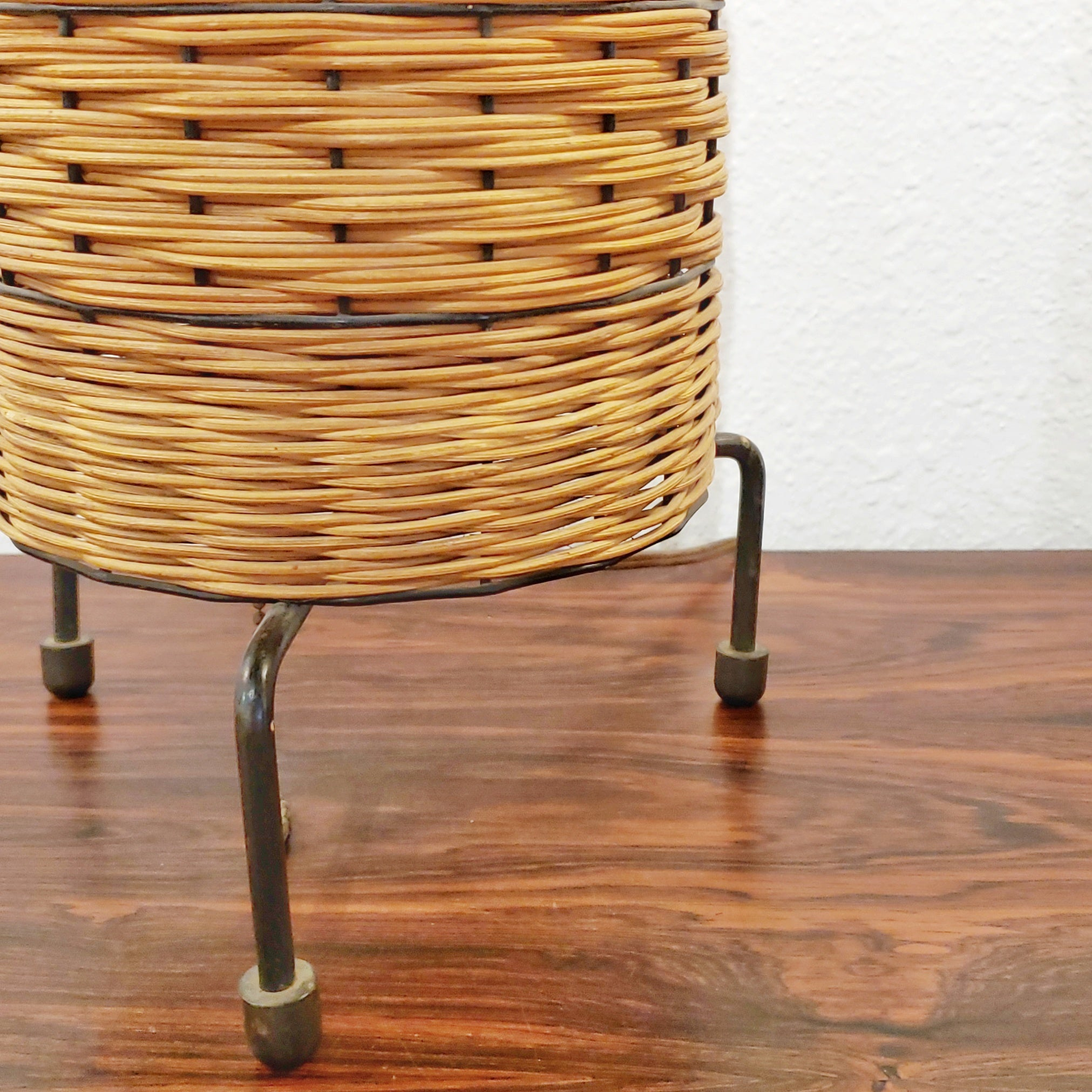 WICKER AND WIRE ACCENT LAMP IN THE STYLE OF PAUL MAYÉN