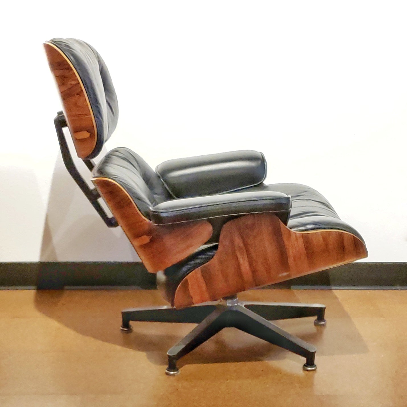 CHARLES & RAY EAMES LOUNGE CHAIR (670) WITH OTTOMAN (671) FOR HERMAN MILLER