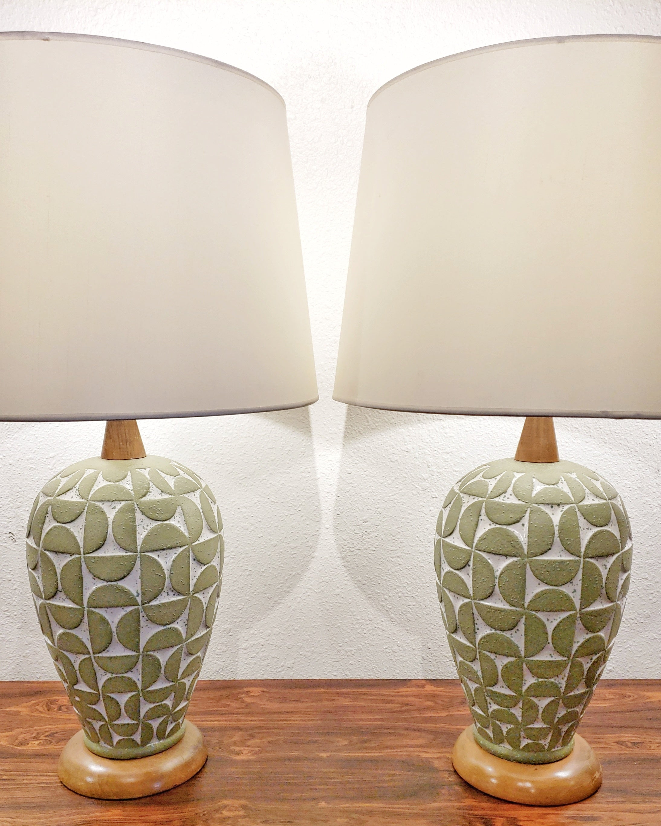 SCULPTED GEOMETRIC RELIEF TABLE LAMPS