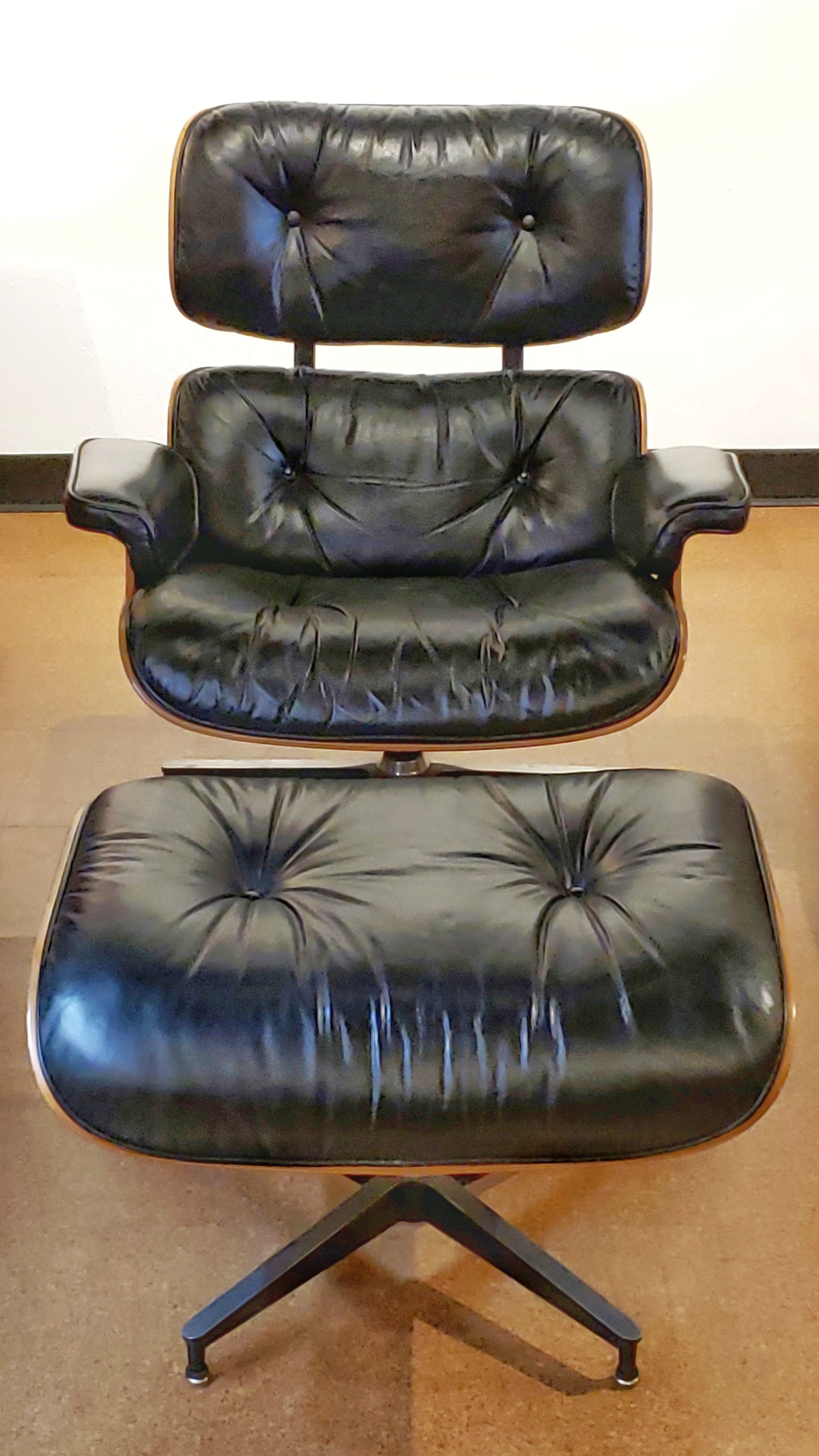 Magnificent Charles Ray Eames Lounge Chair 670 With Ottoman 671 Creativecarmelina Interior Chair Design Creativecarmelinacom