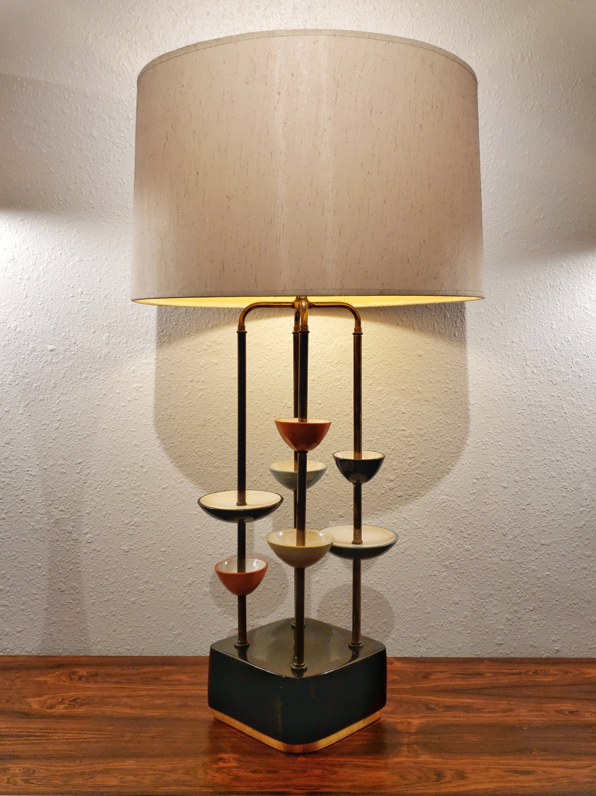 MODERN CERAMIC AND BRASS TABLE LAMP
