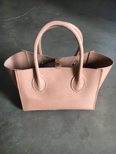 Load image into Gallery viewer, veg tan leather tote liten handsewn