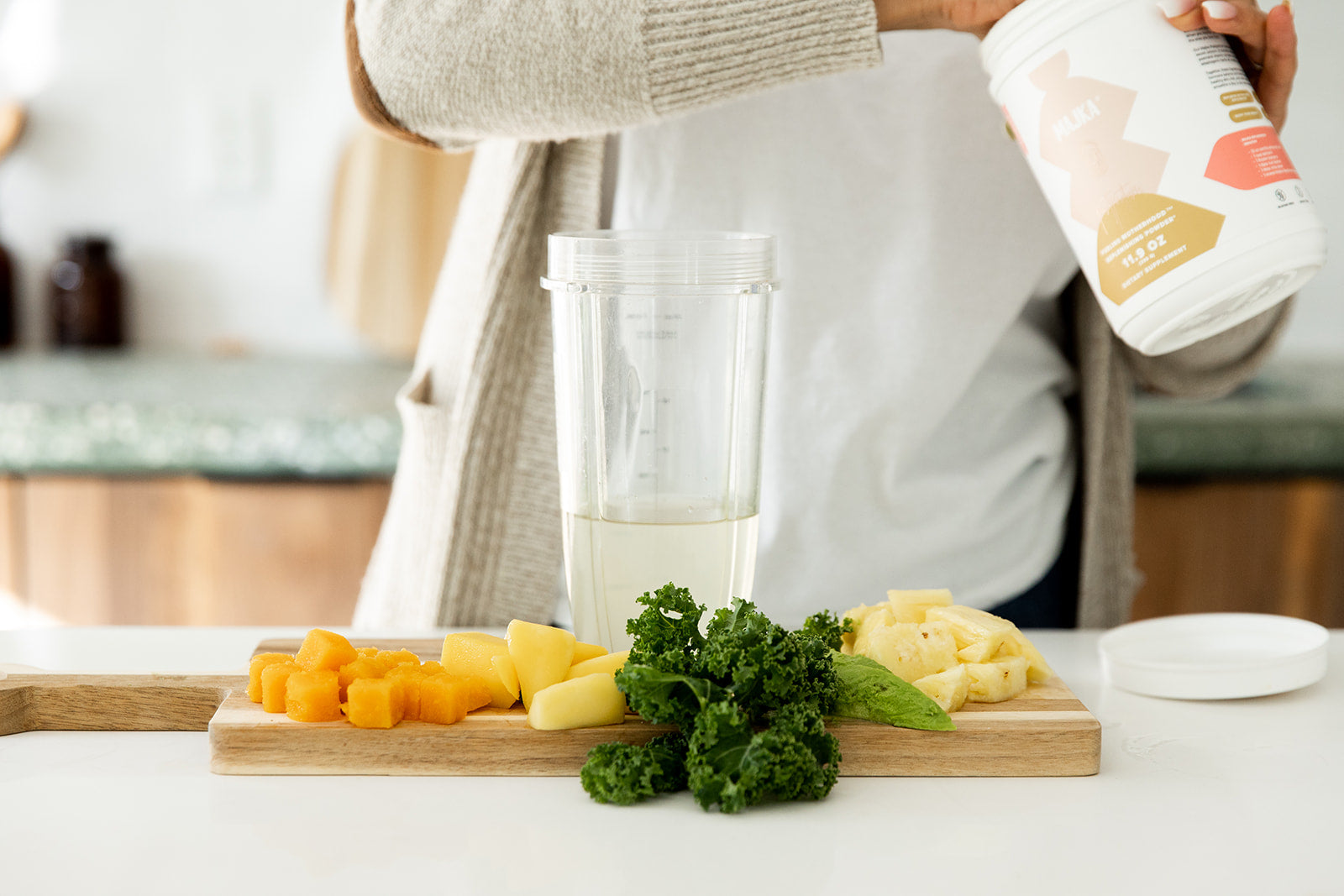 Ingredients of Green Peach Glow Smoothie for Weight Loss on Table