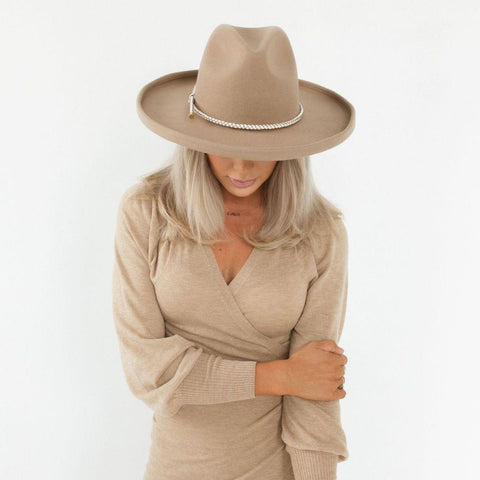 The Cara Loren Pencil Brim Hat - Tan