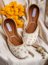 JootiShooti - White and Gold Chandani