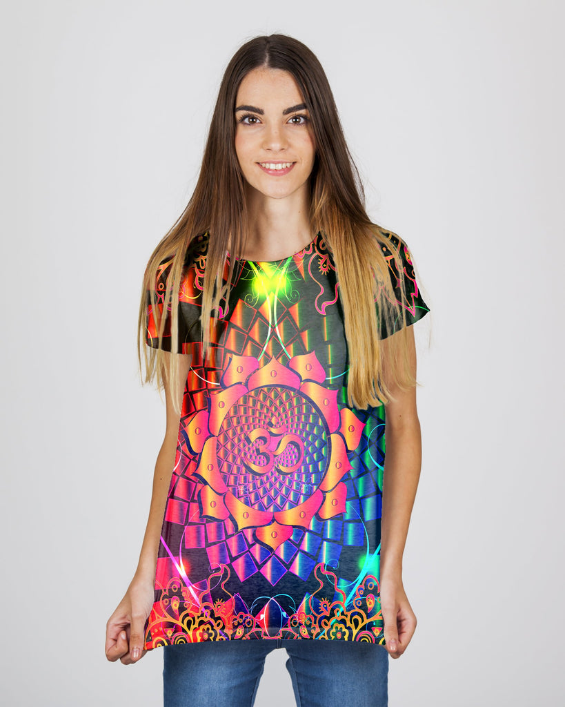 Trippy Purple Om Women's T-Shirt