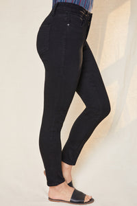 Curvy Fit High Rise Skinny Jean in Black