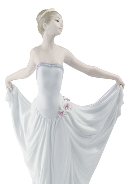 Lladro Dancer Ballet Woman Figurine - Dalmazio Design