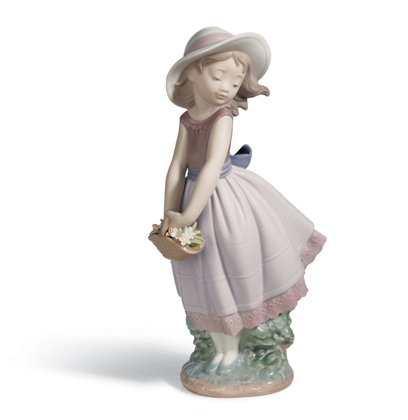 Lladro Pretty innocence Girl Figurine - Dalmazio Design