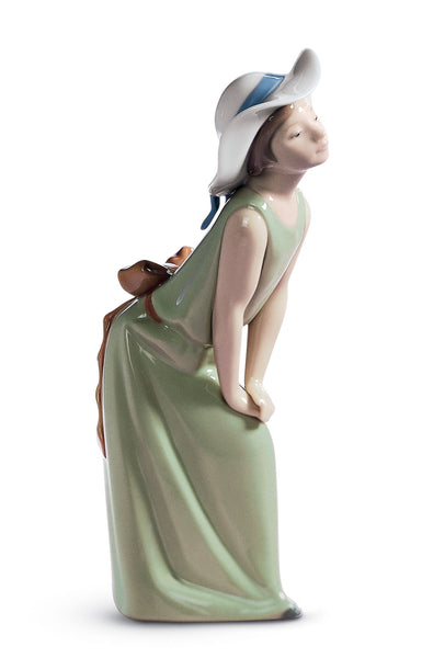 Lladro Curious Girl with Straw Hat Figurine - Dalmazio Design