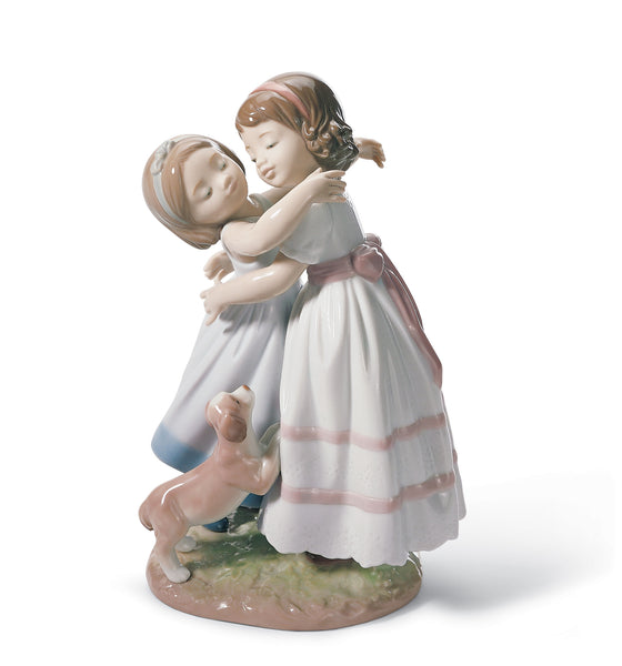 Lladro Give me a hug! Children Figurine - Dalmazio Design