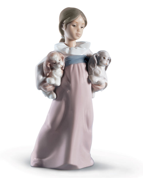 Lladro Arms Full of Love Girl Figurine - Dalmazio Design