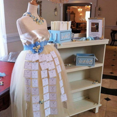 Mommy-to-Be Dress Form Escort Card Holder