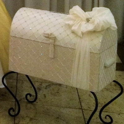 Dalmazio Design Treasure Chest with Wrought Iron Legs Ivory/White
