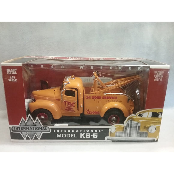 1/16 Scale Toy Trucker And Contractor No.40042 International  1948  Wrecker