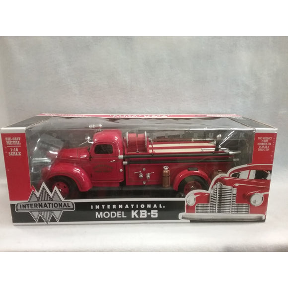1/16 Scale Toy Trucker And Contractor No.40060 1947 International Firetruck