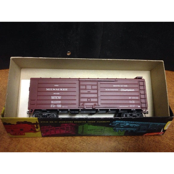 Roundhouse 40' Milwaukee Road Box Car-a - Swasey's Hardware & Hobbies
