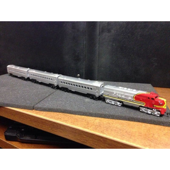 Maisto 1/131 Scale Battery Powered Santa Fe Passenger Train - Swasey's Hardware & Hobbies