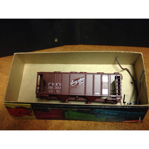 Roundhouse 34' Covered Hopper CB&Q - Swasey's Hardware & Hobbies