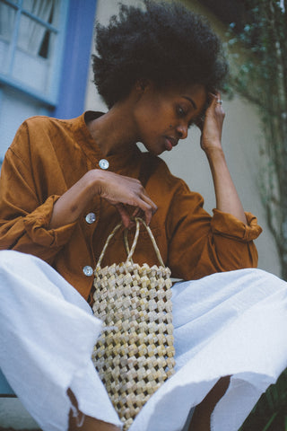 unravel-co-artisan-made-straw-handbag-fashion-cage-bag