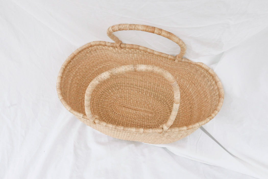 The Baba market bag is handwoven with straw called Kinkahe in Sherigu, Ghana. The woven technique is strong enough to carry several items. Such as kid toys, blankets, pillows, market food, produce, clothing and more. There are two strong handles to handheld or rest on your arm as you stroll on the beach. This product supports a community with employment, educational opportunities for the children and improve the work environment.