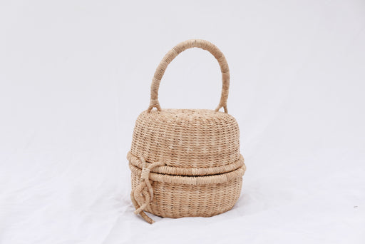 The Alobahe handbag is handwoven with straw called Kinkahe in Bolgatanga, Ghana. The shape is like a mochi and opens like a coconut and a clasp to close with one handle for flexible movement. This product supports a community with employment, educational opportunities for the children and improve the work environment.