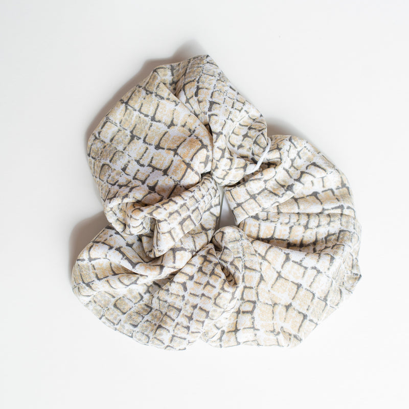 & EVERYTHING NICE BEBE - CROC PRINT SCRUNCHIE
