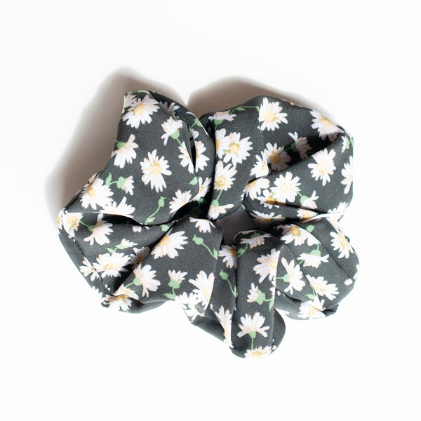 & EVERYTHING NICE BEBE - DAISIES SCRUNCHIE