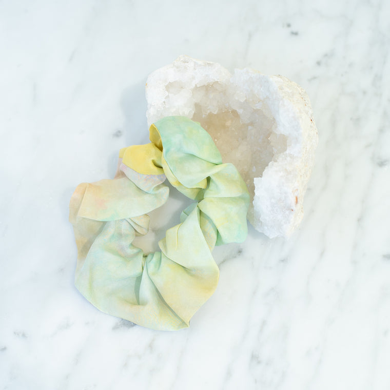 & EVERYTHING NICE BEBE - GREEN AND YELLOW TIE DYE SCRUNCHIE