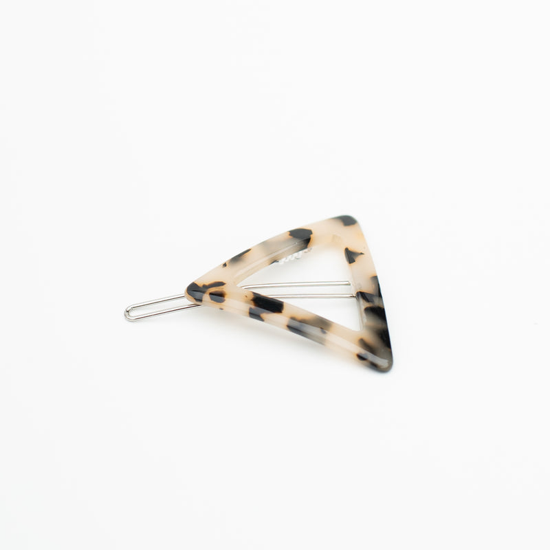 & EVERYTHING NICE BEBE - LIGHT TORTOISE TRIANGLE BARRETTE