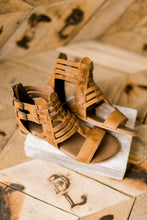 Roan Bee Leather Gladiator Sandals [Tan]