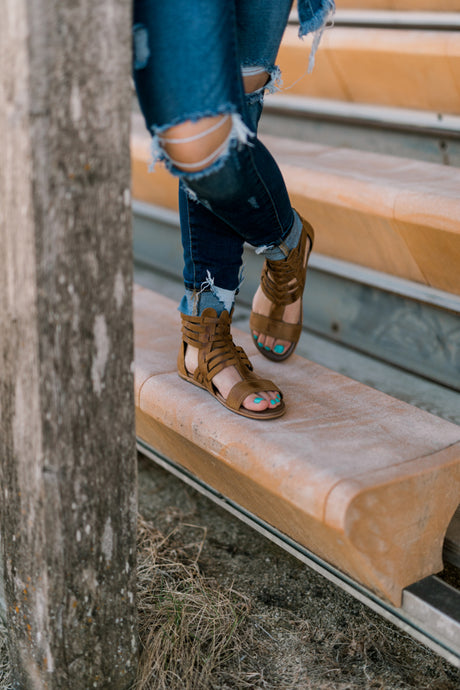 Roan Bee Leather Gladiator Sandals [Tan] |SALE|