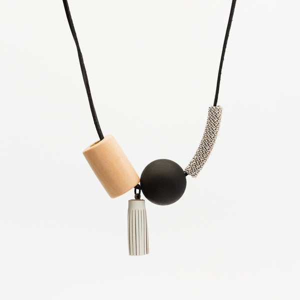 Tassell Wood Necklace - Black/White