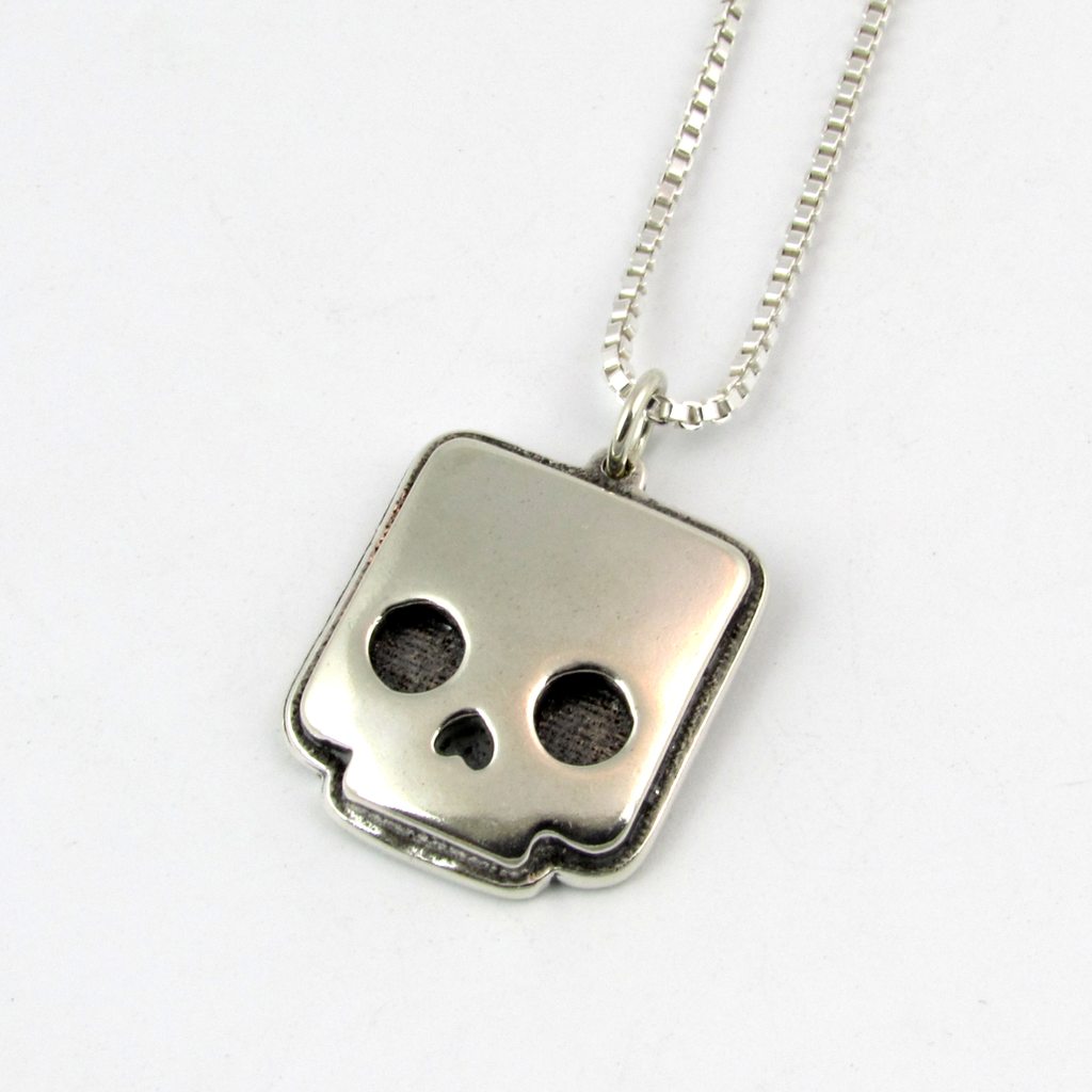 Boxtop skull necklace