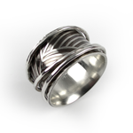 Spinner Ring with Grass Pattern - Oddbox Studio