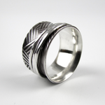 Spinner Ring with Hatch Pattern - Oddbox Studio
