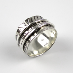 Spinner Ring with Leaf Pattern - Oddbox Studio