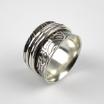 Spinner Ring with Paisley Pattern - Oddbox Studio