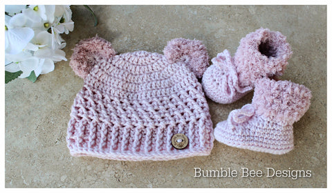 Crochet baby booties & hat, Ice Pink booties, baby booties, fur shoes, moccasins, teddy bear hat, 0-6 months, baby shower, Faux teddy fur