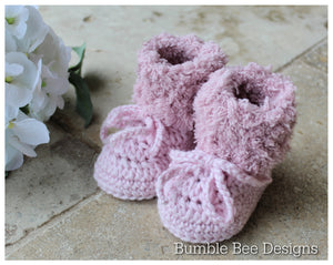 Pink crochet baby booties, fur booties , baby booties, fur shoes, moccasins, knitted boots, 0-3, 3-6 months, baby shower