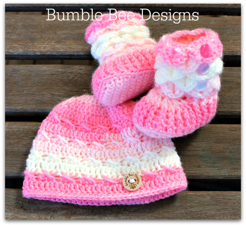 Baby Beanie - Baby Hat - Baby Booties - Baby Set in Rainbow colours - Acrylic yarn