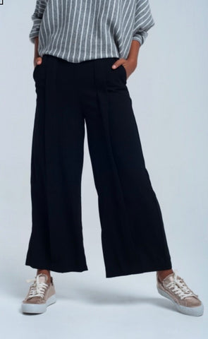 Lady wearing black tailored Wide leg trousers - LB Boutique