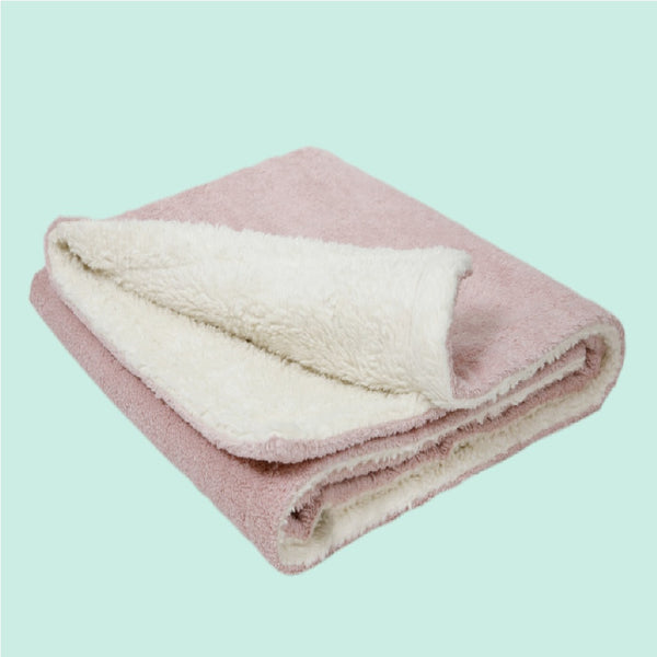 A beautifully soft and cuddly organic baby blanket.All our Efie products are non-toxic and are your perfect unique organic new baby gift for all green parents! German eco-friendly and fair trade. Environmentally friendly made to the highest GOTS standards.