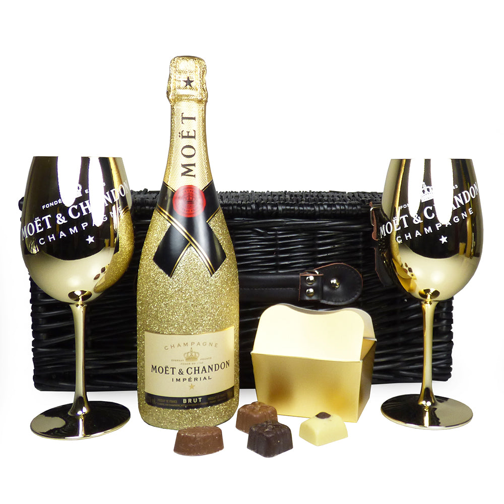 New In: 75cl Moet et Chandon Glittered Bottle Champagne Gift Set With Branded Golden Goblets