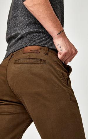 JOHNNY SLIM CHINO IN BROWN TWILL - Mavi Jeans