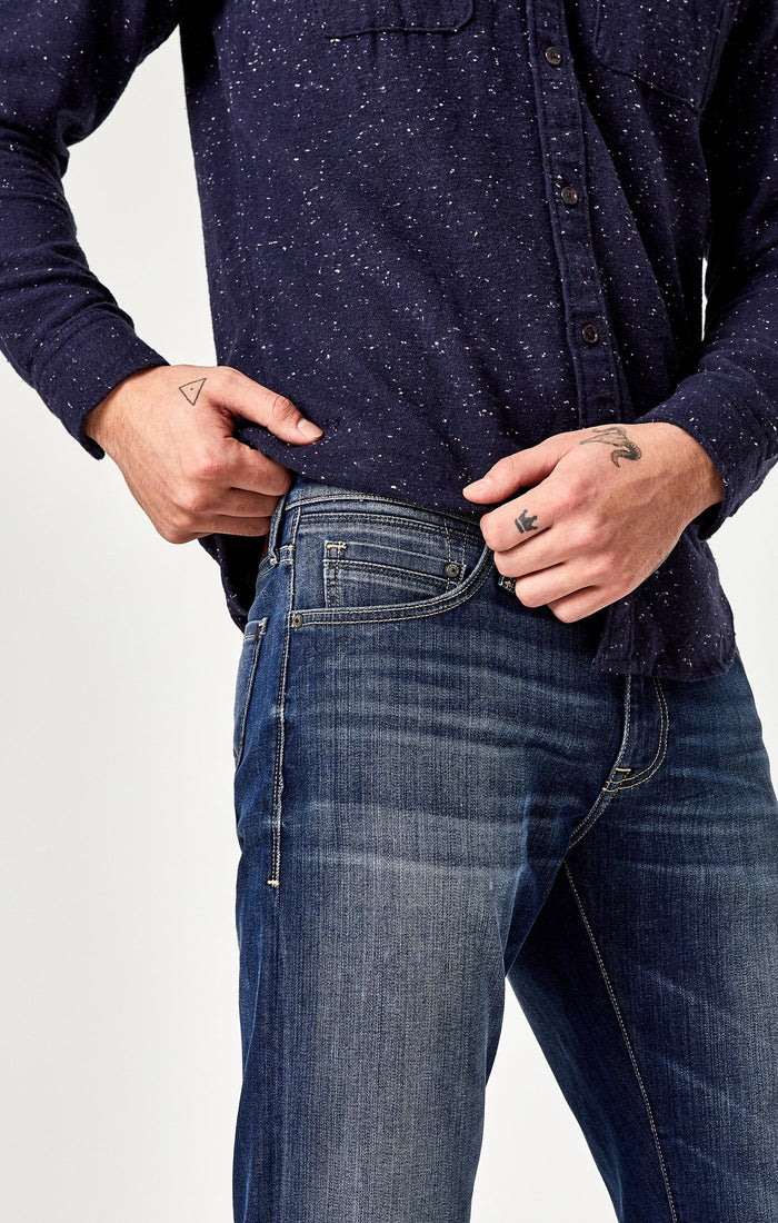 MARCUS SLIM STRAIGHT LEG IN DARK BRUSHED WILLIAMSBURG - Mavi Jeans